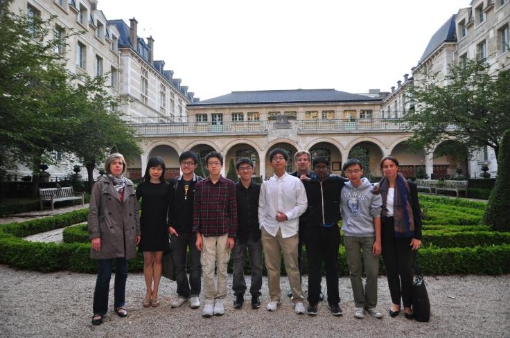Découvrez les Mathématiques—An Unparalleled Mathematical Experience in France