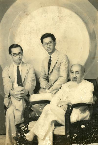 Dr Lim Kok Ann (middle) with his grandfather Dr Lim Boon Keng (right).  Photo courtesy of the National Archives of Singapore