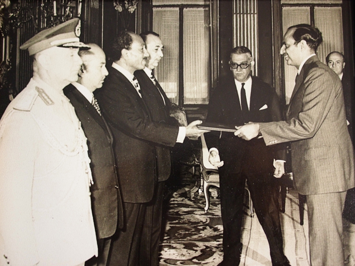 Mr Vij presenting the letter of credence to President Anwar Sadat of Egypt. The letter of credence is a formal letter that grants diplomatic accreditation to Mr Vij as Singapore's ambassador to Egypt.