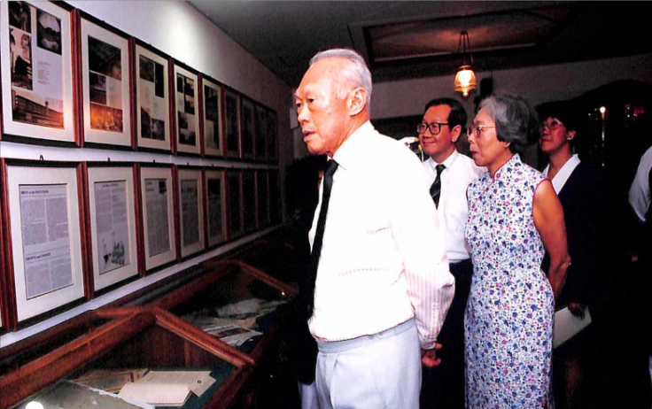 Mr Lee and Mdm Kwa Geok Choo returned to RI in 1994. They visited the Raffles Archives & Museum, then known as the Heritage Centre.